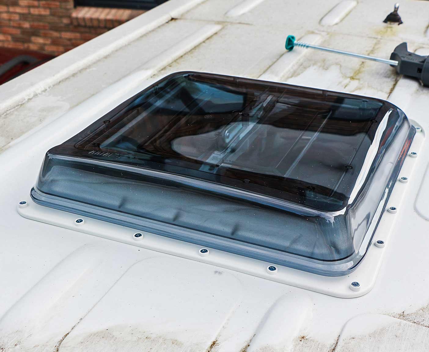 Wohnmobil Dachluke selber einbauen, das Ergebnis